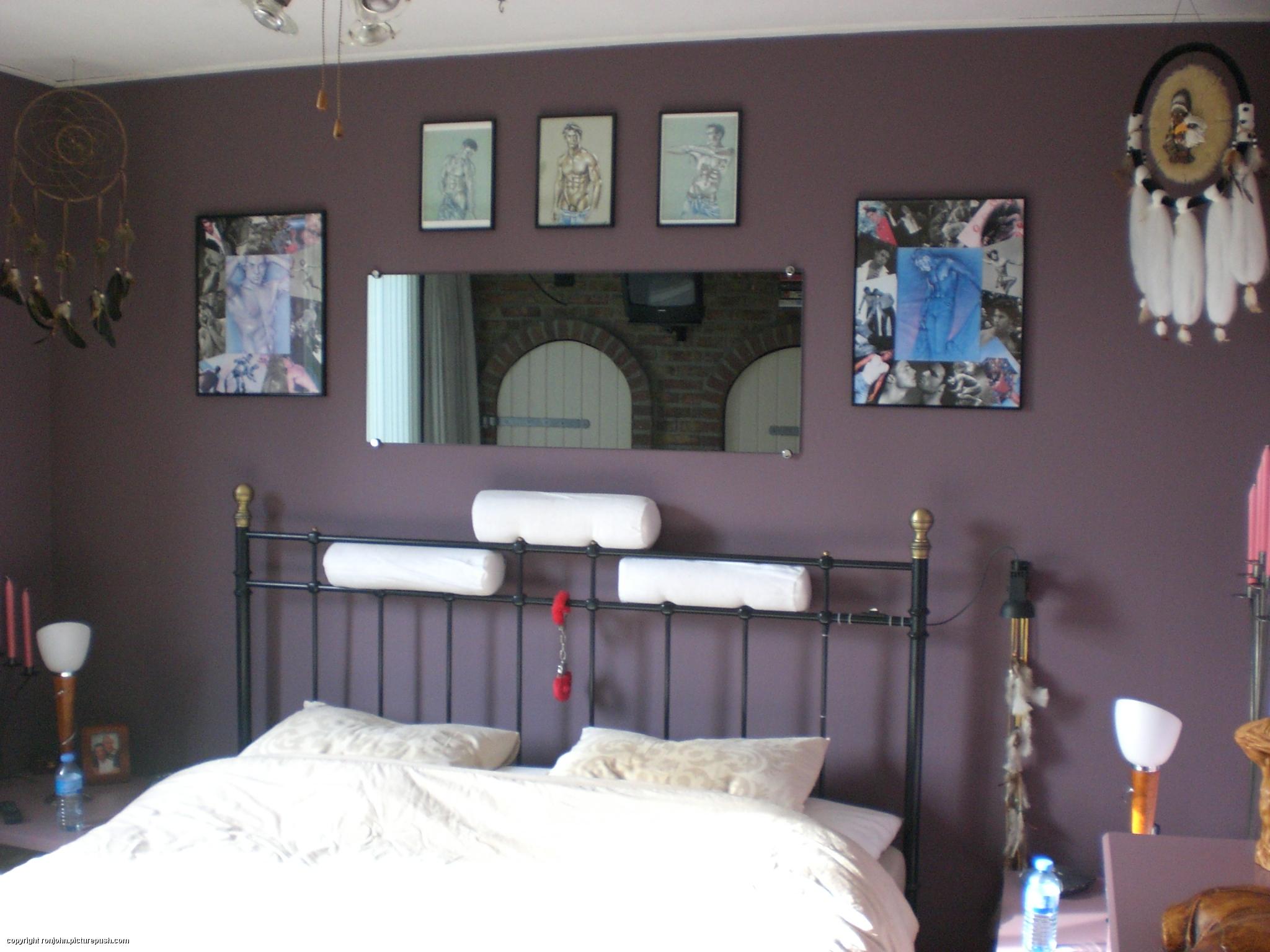 Slaapkamer Kleuren 2016: Rustgevende slaapkamer met schuin dak foto s ...